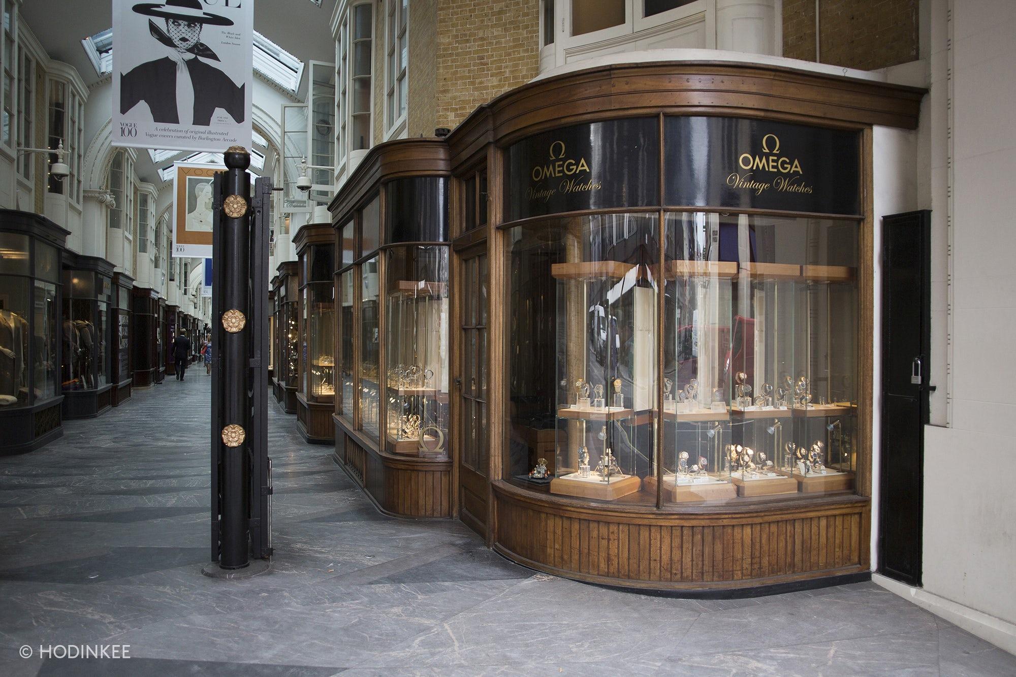 Hình ảnh một cửa hàng đồng hồ Omega